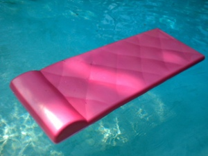 foam-pool-float-pink